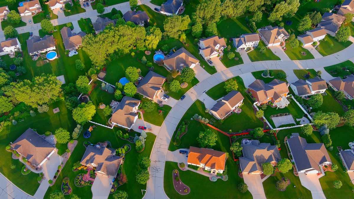 Aerial view of neighborhood of houses for USDA streamline refinance in all 50 states.